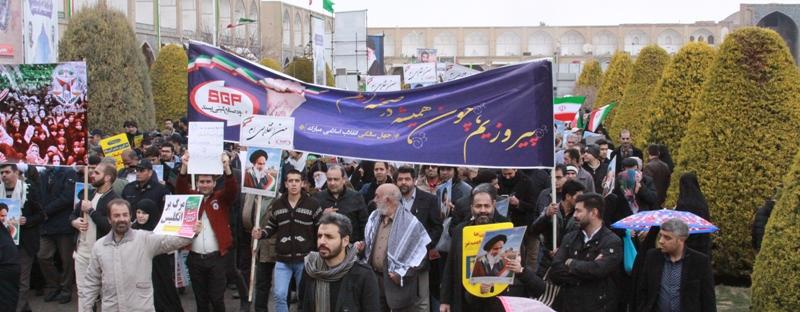 خانواده گیتی پسند در راهپیمایی ۲۲ بهمن